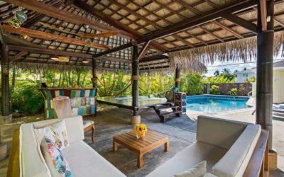 4 tips for choosing poolside furniture